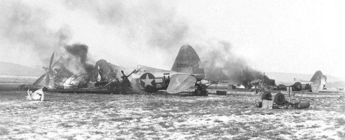 Разбитые Р-47 на аэродроме в Мец-Фрескати.