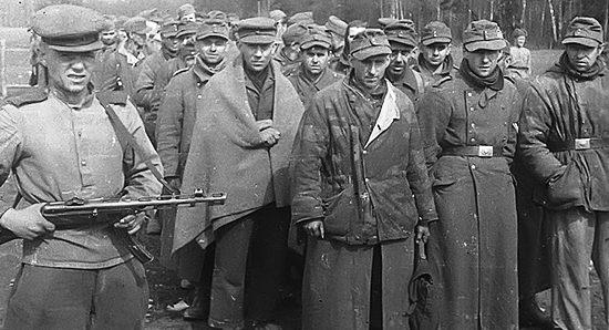 Немецкие военнопленные у Пиллау.