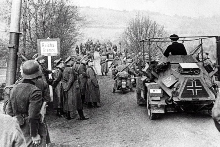 Немецкие войска переходят границу Люксембурга. Май. 1940 г.
