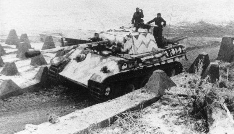 Немецкие танки в наступлении.