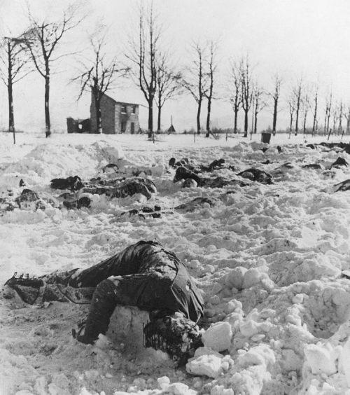 Убитые американские военнослужащие в Мальмеди. Снимок сделан 14 января 1945 г.