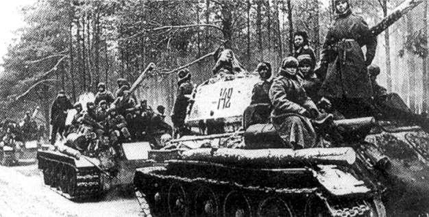 Советские танки во время наступления на Одер.
