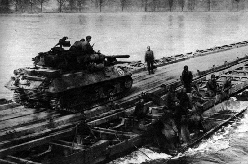 Союзники форсируют Рейн.