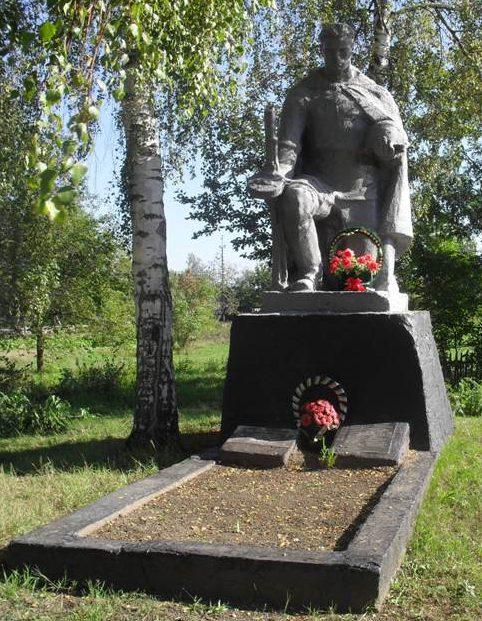 п. Великая Писаревка. Братская могила советских воинов.