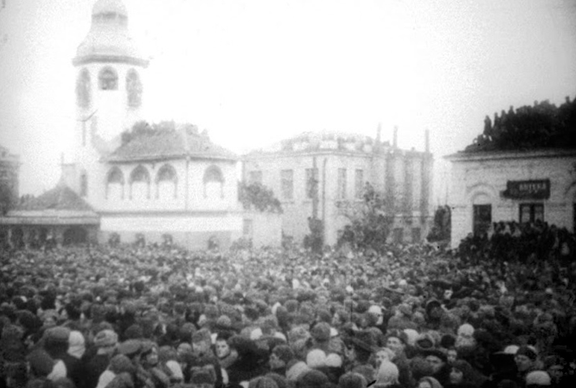 Базарная площадь перед казнью.