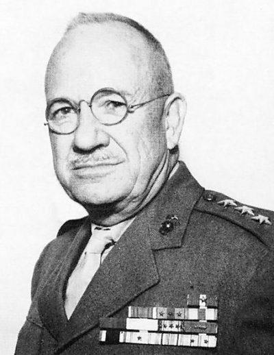 Генерал-лейтенант Холланд Смит.