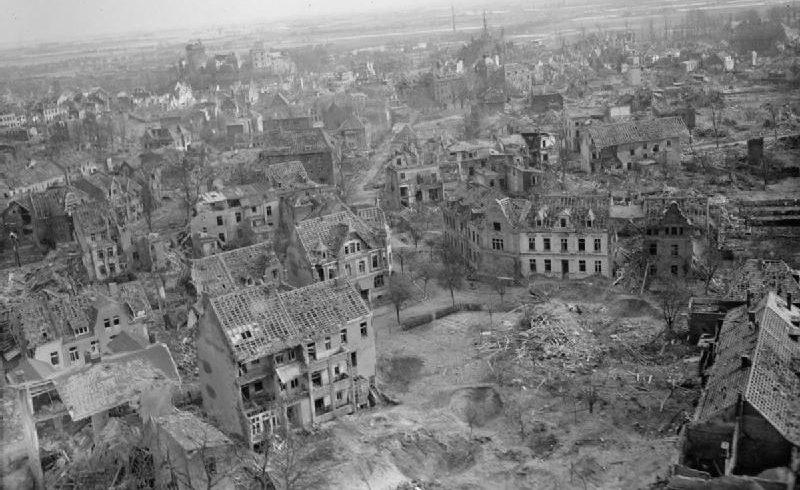 Немецкий город Клеве после бомбардировки Союзниками.