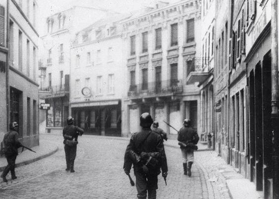 Немецкие солдаты в Люксембурге. Май 1941 г.