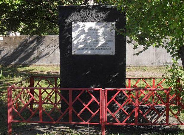 п. Великая Писаревка. Памятный знак в честь 4-го гвардейского танкового Кантемировского корпуса.