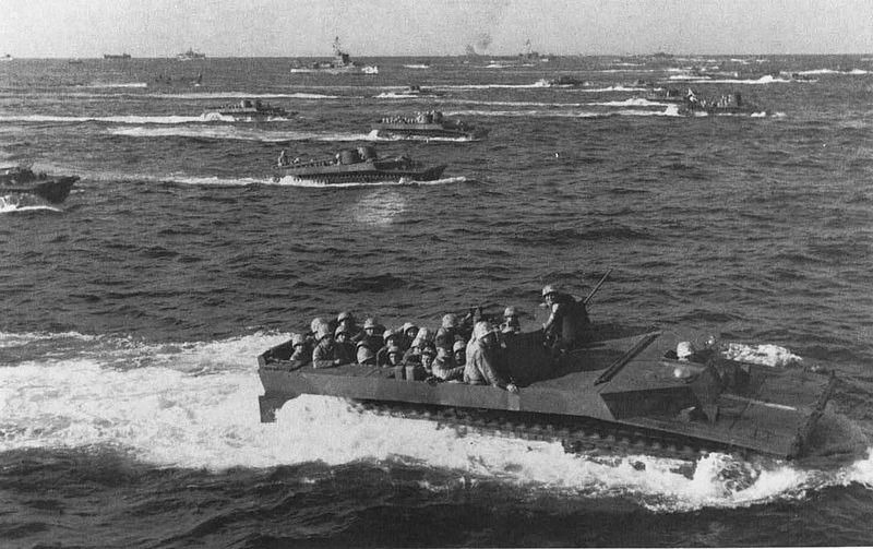 Десантирование морской пехоты США на Иводзиму.