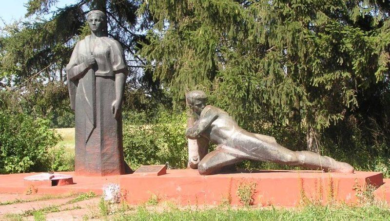 Скульптурная часть памятника «Мать и воин».