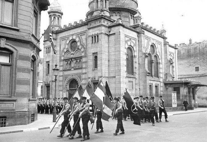 Нацистский парад у синагоги в Люксембурге. 1941 г.