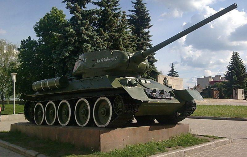 Памятник-танк Т-34-85.