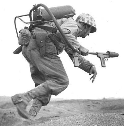 Американский огнеметчик.