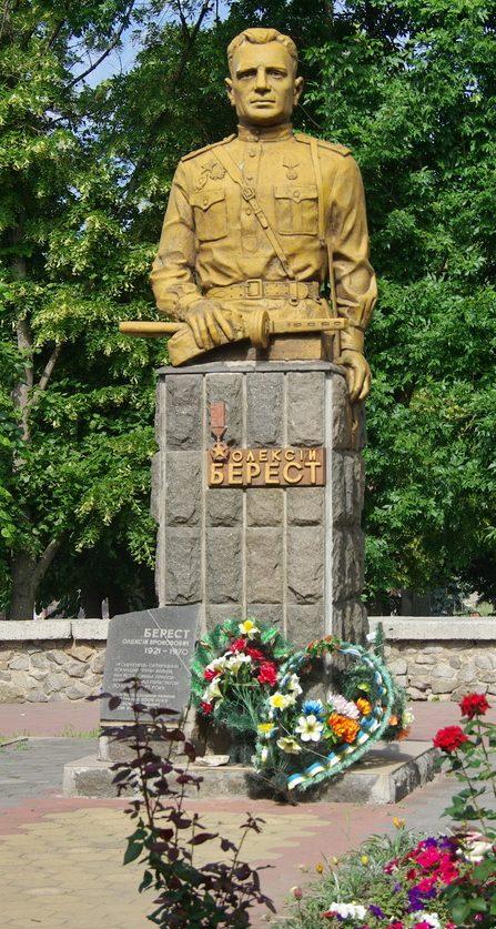 г. Ахтырка. Памятник Герою Украины А.П.Бересту.
