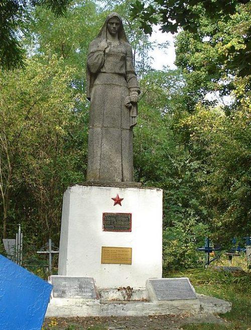 с. Ивановка Великописаревского р-на. Памятник на кладбище, установленный на братской могиле советских воинов.