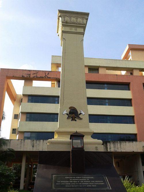 Мемориал установлен в Мумбаи, в память о пожарных, погибших в результате взрыва в Бомбее.