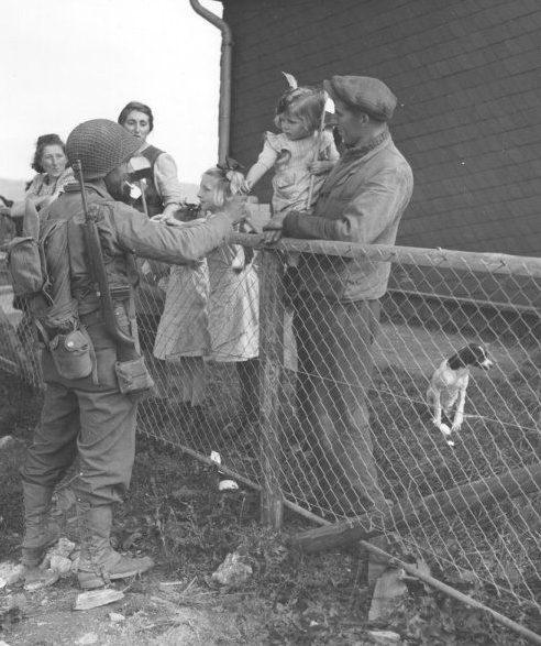 Американские солдаты во время первого освобождения Люксембурга. Сентябрь 1944 г.