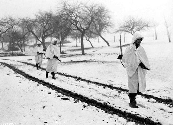 Американские солдаты в разведке у Леллига. Декабрь 1944 г.