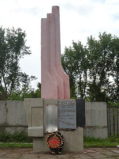 г. Ахтырка. Памятник на территории комбината хлебопродуктов, установленный у братских могил жертв фашизма и членов подпольной диверсионно - разведывательной группы.