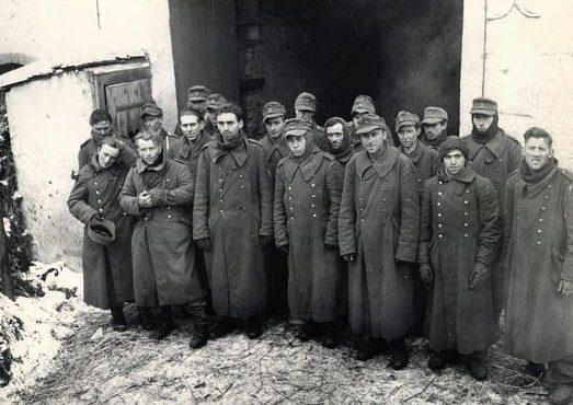 Немецкие военнослужащие, взятые в плен в Ноше. Декабрь 1944 г.