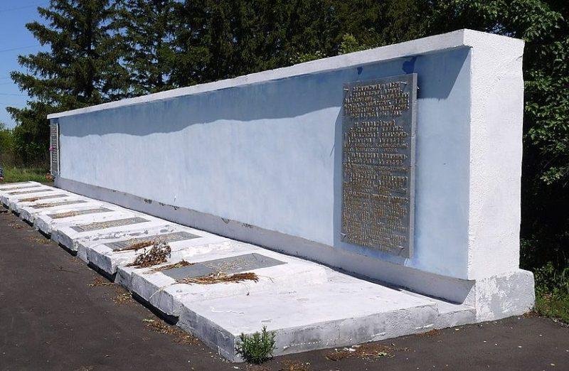 г. Ахтырка. Братская могила советских воинов, в которой похоронен Герой Советского Союза Позолотин Т.С.