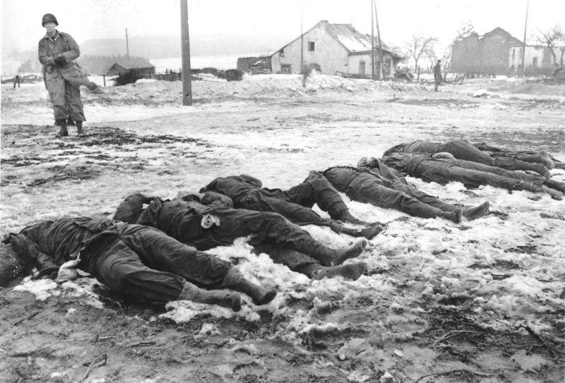 Военнопленные из 28-й пехотной дивизии армии США, расстрелянные немцами в люксембургской деревне Хошайдердикт. Декабрь 1944 г.