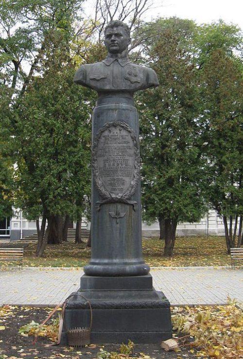 г. Сумы. Бюст дважды Героя Советского Союза С.П.Супруна.