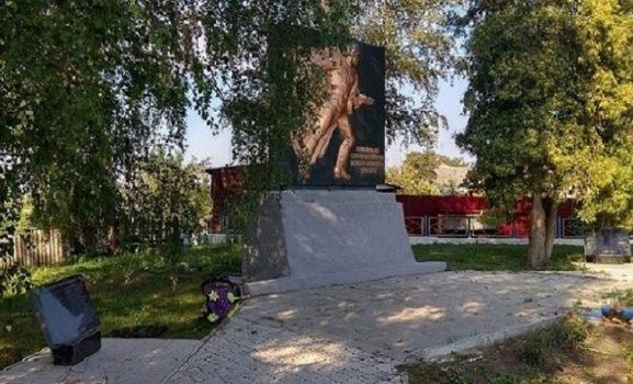 с. Гринченково Ахтырского р-на. Памятник воинам-землякам установленный в 1983 году.
