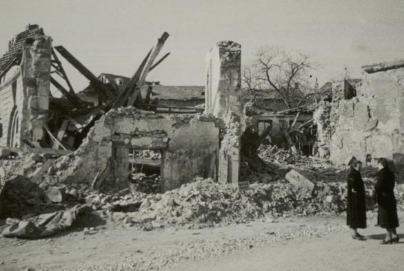 Повреждения в Эхтернахе после битвы при Арденнах. Декабрь 1944 г.