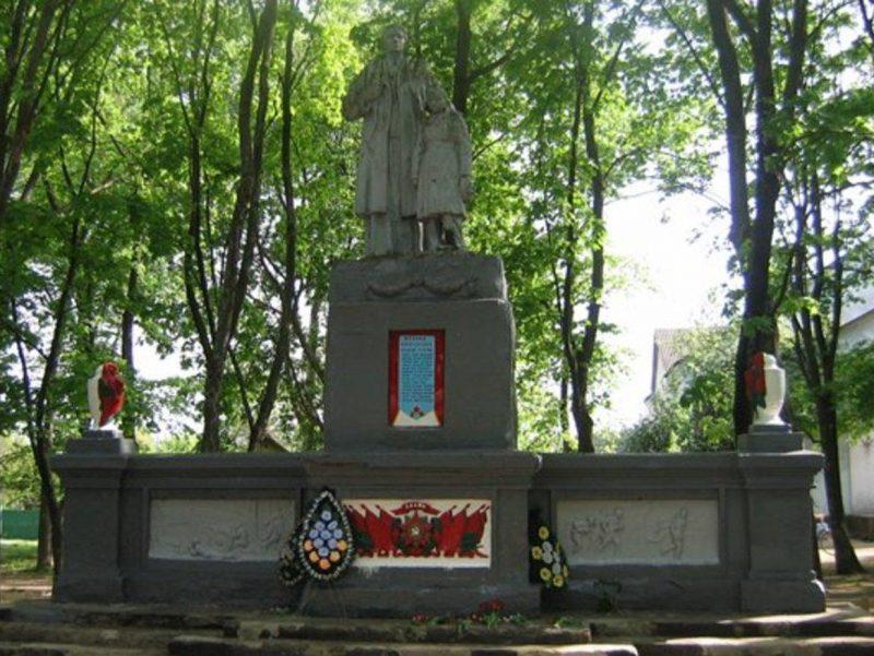 с. Журавное Ахтырского р-на. Памятник, установленный на братской могиле воинов, погибших при освобождении села.