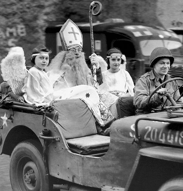 Американский Санта-Клаус в Люксембурге. Декабрь 1944 г.