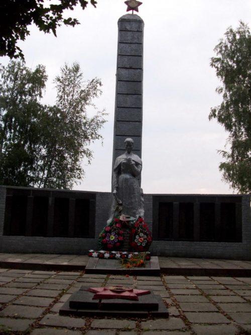 с. Камыши Ахтырского р-на. Памятник, установленный на братской могиле воинов, погибших при освобождении села.