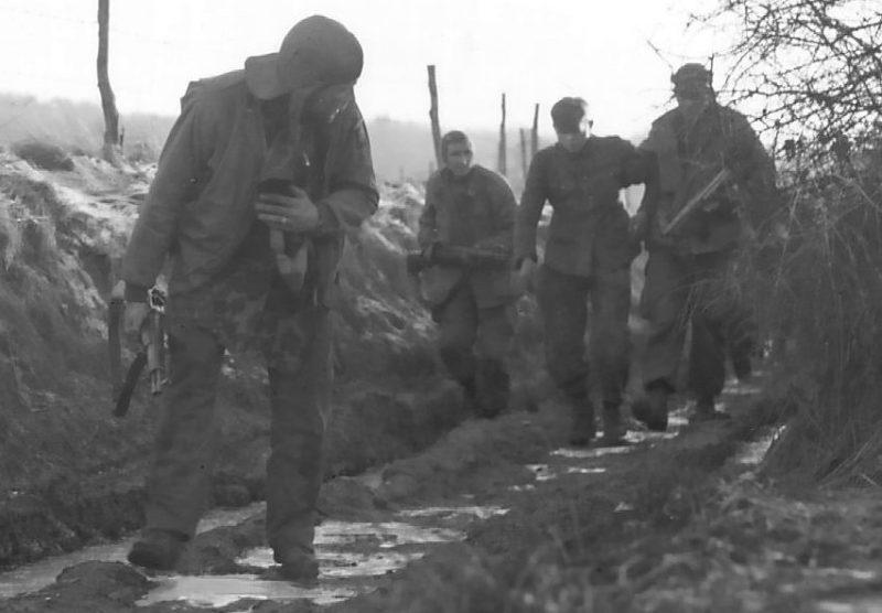 Захват немецкого разведчика в плен. Декабрь 1944 г.