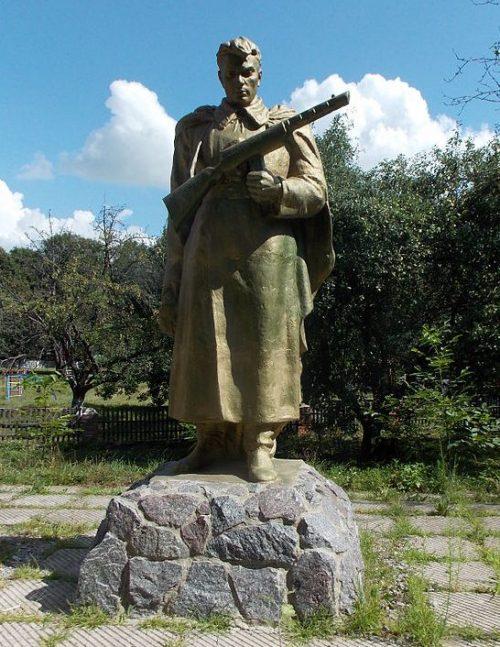 с. Куземин Ахтырского р-на. Памятник советским воинам и погибшим землякам в годы войны.