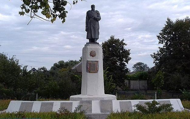 с. Старая Ивановка Ахтырского р-на. Памятник, установленный на братской могиле воинов, погибших в боях за село и памятный знак погибшим односельчанам.