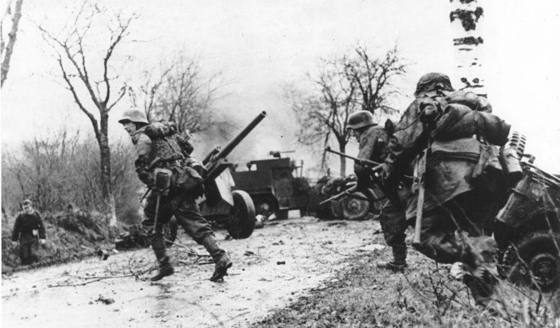 Немецкие войска в бою. Декабрь 1944 г.