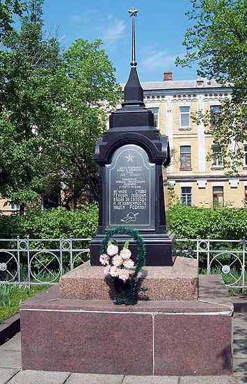 г. Сумы. Обелиск, установленный в 1950 голу на братской могиле советских военнопленных, погибших в 1943 году.