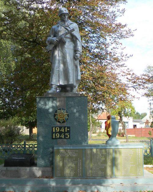 г. Сумы. Памятник, установленный в 1961 году на братской могиле воинов, павших при освобождении города.