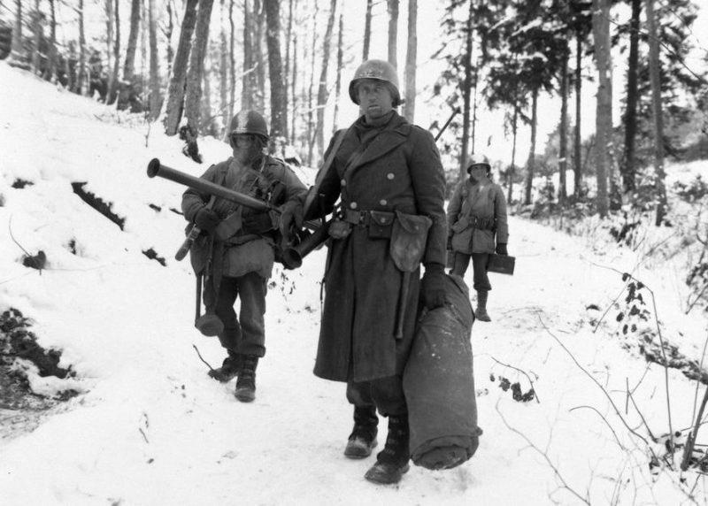 Американские солдаты в лесу возле Вильца. Январь 1945 г.