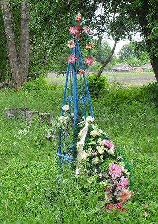 с. Береза Глуховского р-на. Могилы неизвестных солдат на кладбище.