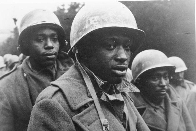Пленные чернокожие американские солдаты. Декабрь 1944 г.