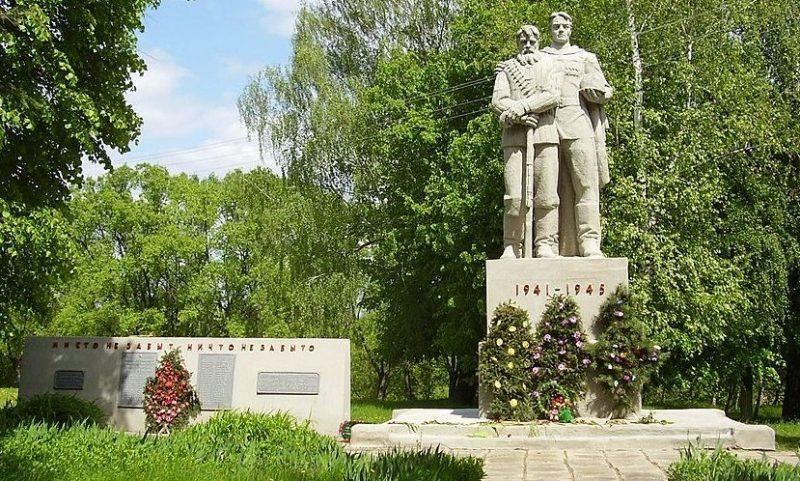 с. Белокопытовое Глуховского р-на. Мемориал, установленный в 1981 году на братской могиле советских воинов и памятный знак в честь погибших воинов-земляков.
