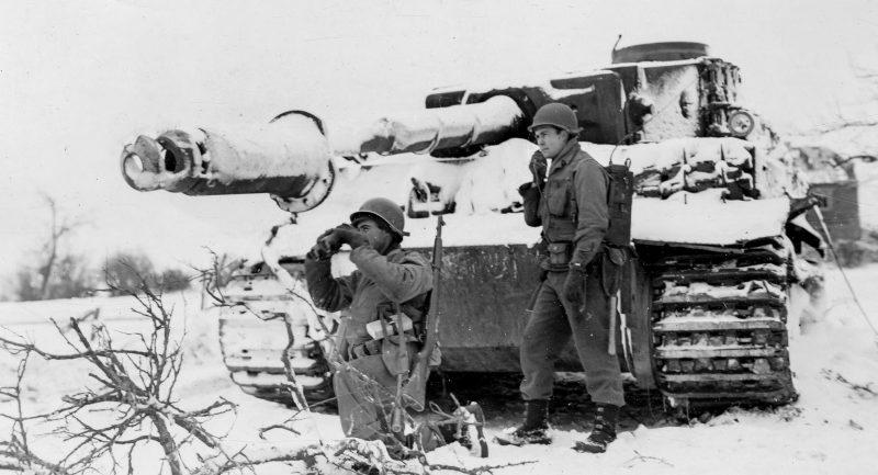 Подбитый немецкий Тигр в Обервампаче. Январь 1945 г.