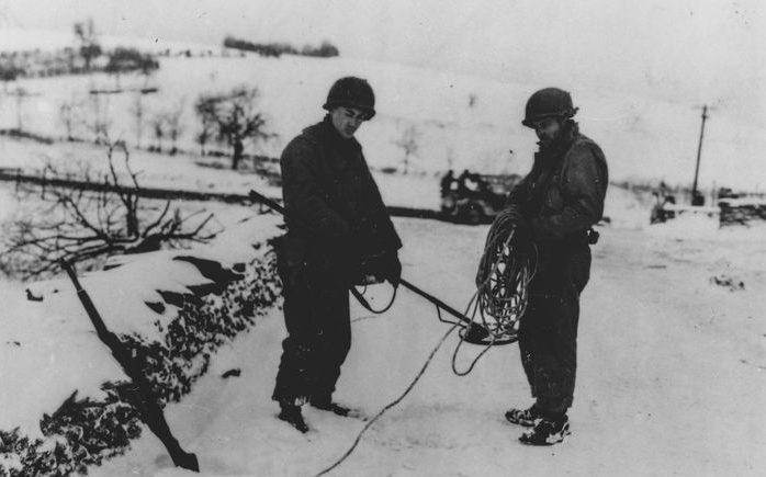 Американские саперы в Обервампаче. Январь 1945 г.