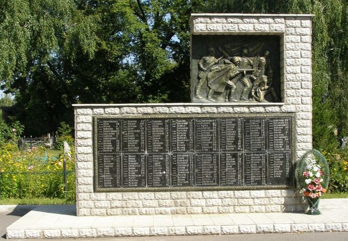 г. Сумы. Памятник, установленный на Лучанском кладбище на братской могиле советских воинов.