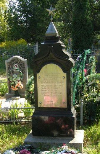г. Сумы. Братская могила на Лучанском кладбище жертв фашизма и членов подпольной комсомольской организации «Прапор».