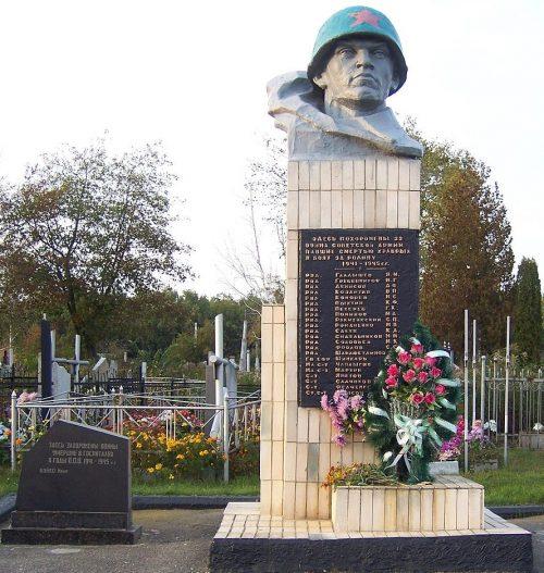 г. Сумы. Братская могила на Барановском кладбище, воинов, погибших при освобождении города и умерших от ран в госпиталях.