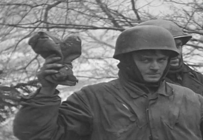 Немецкий парашютист, захваченный в Харланже. Январь 1945 г.