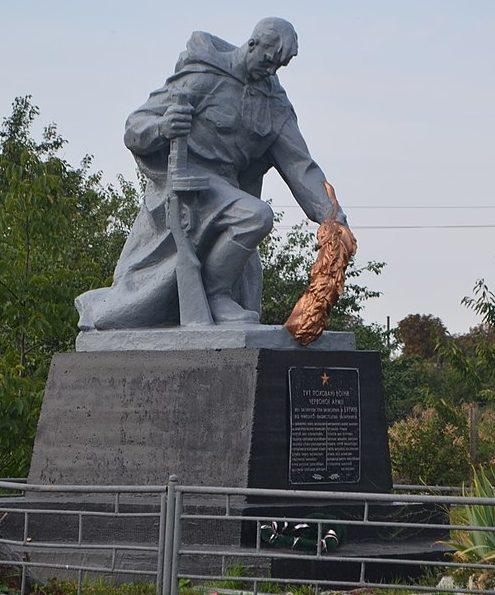 г. Бурынь. Братская могила 17 советских воинов возле железнодорожной станции «Путивль».
